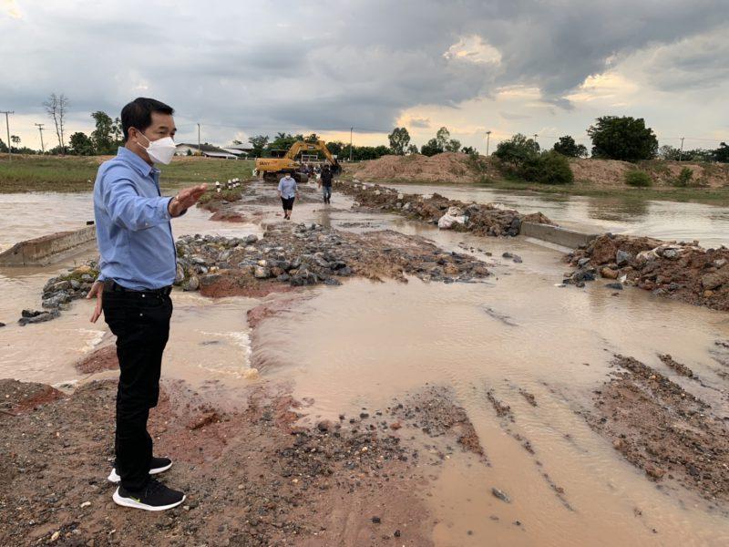 ทต.บัลลังก์ บูรณาการร่วมกับ คป.ชป.นม. ในการปิดกั้นทางน้ำพร้อมปรับปรุงเส้นทางที่ชำรุดเสียหายจากอุทกภัยให้ประชาชนสามารถใช้สัญจรชั่วคราว